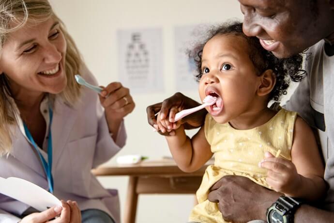 Odontopediatria: Saiba quando levar o seu filho ao dentista