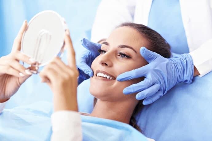 O que é periodontia? Saiba os riscos de não cuidar da gengiva