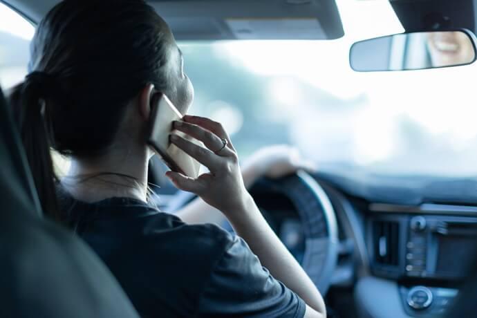 uso de celular dirigindo