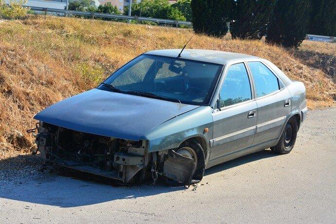 carro abandonado na minha rua