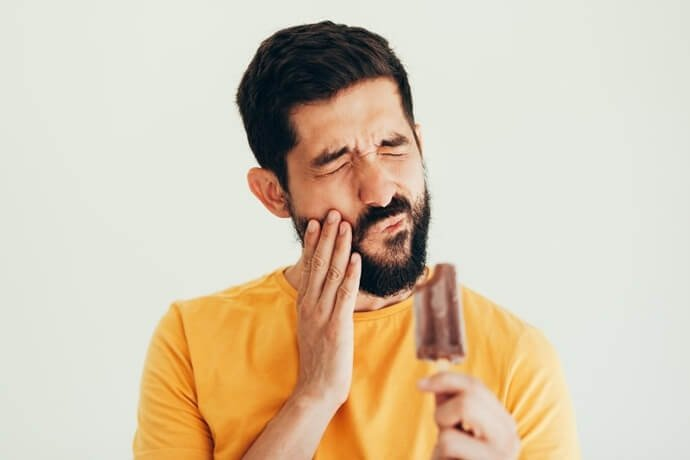 A retração gengival causa sensibilidade nos dentes?
