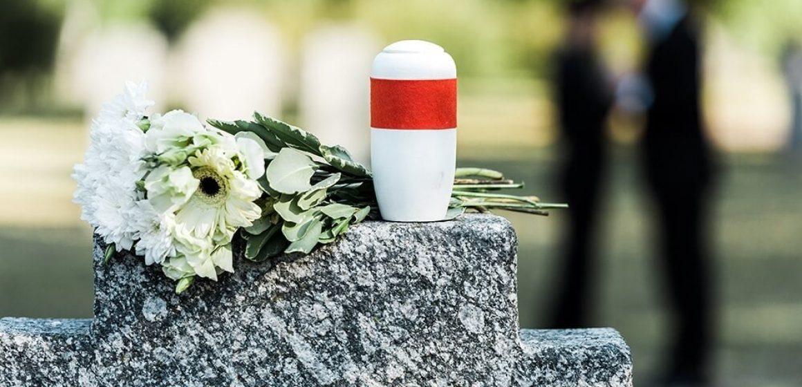 Cremar ou enterrar: Saiba qual é a melhor opção e diferenças