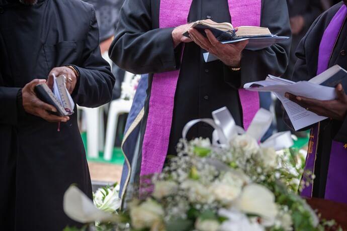 Quais são as vantagens do enterro?