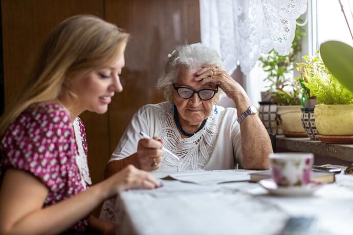 Invista na segurança dos seus pais idosos