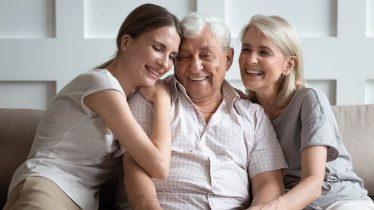 Pais idosos: Saiba quais são os desafios e cuidados diários.
