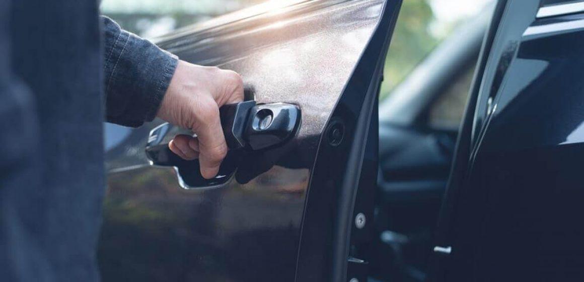 Bater a porta do carro: Saiba se de fato causa danos!