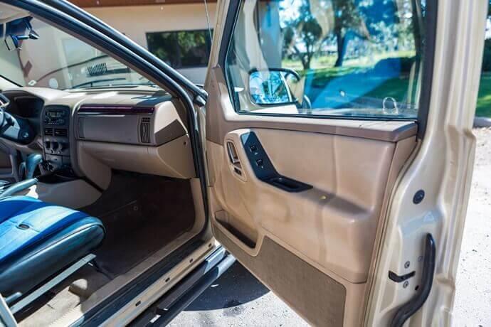 Estruturas das portas dos carros