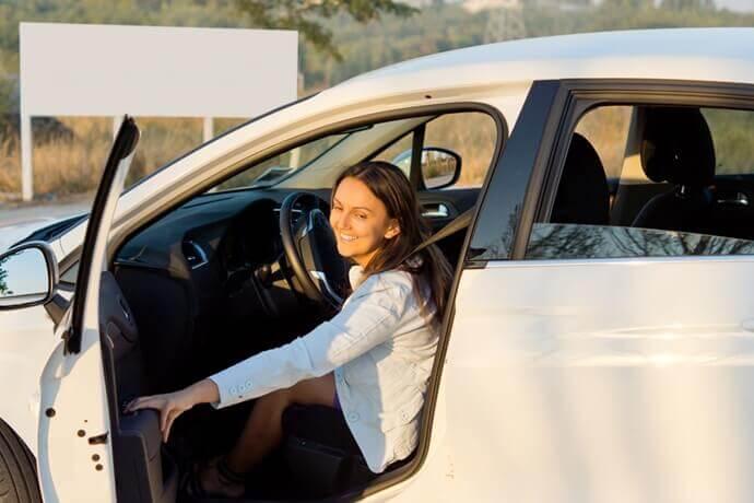 Veículos comuns e blindados: Quais são os danos ao bater a porta?